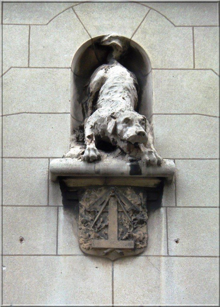 chien-et-symboles-maconiques cariatide dans art